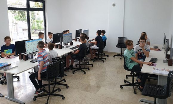 U Ljubuškom je započeo STEAM ljetni kamp za djecu